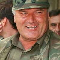 Ratko Mladic wraakt rechter Joegoslavië tribunaal (schokkende foto's)