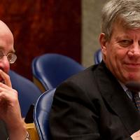 Dorëheqja e Ivo Opstelten dhe Fred Teeven; A është e gjitha për Demmink?