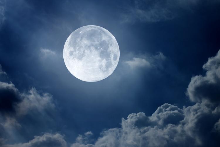 baan van de aarde met volle maan