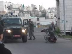 Israëlische soldaten gooien man in rolstoel omver in Westelijke Jordaanoever