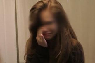 rapaza chorando