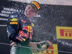 Max Verstappen, niks Slow Down, vol gas als nummer 33 de formule 1 winnen