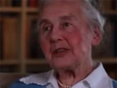 Viúva dun xornal oficial nazi 8 meses en celular por negación do Holocausto