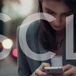 Smartphone apps downloaden uw foto's, lezen berichten, luisteren en kijken mee op camera en microfoon