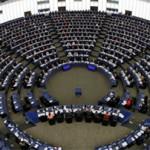 EU resolutie tegen Russische propaganda en Facebook's waarschuwing tegen nep nieuws