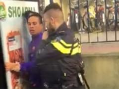 Politiegeweld: 13 man politie pakt jongen Tilburg aan omdat hij zijn broodje niet weg wil leggen