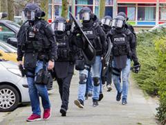 COMUNICACIÓN Martin Vrijland retirouse da súa cama ao arrestar ao equipo